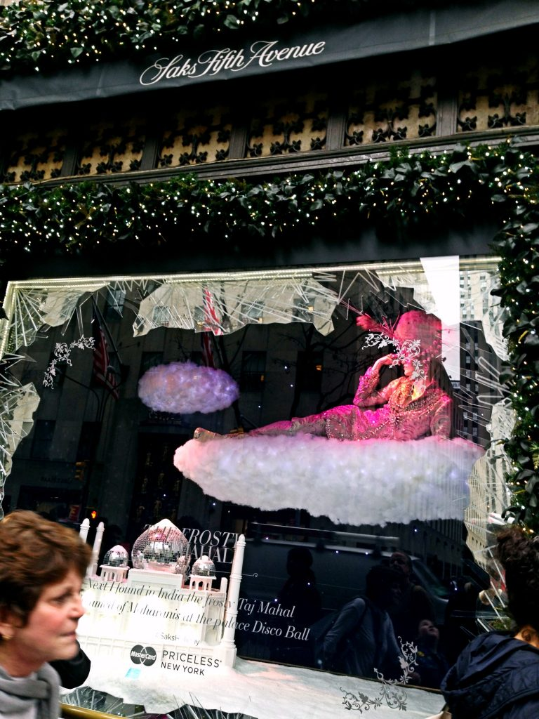le 10 cose da fare a New York a Natale-saks-fifth-avenue