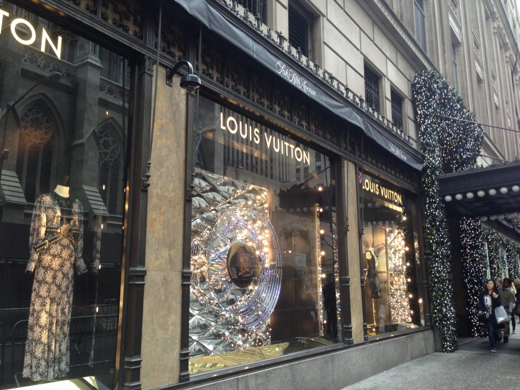 luoghi cult dello shopping a New York-saks-fifth-avenue