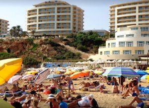St. Georges Bay-Spiaggia-sabbia-Malta