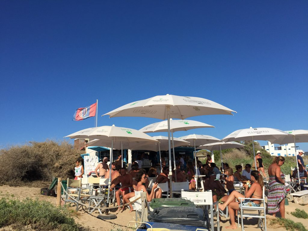 lucky-bar-playa-mijorn-formentera