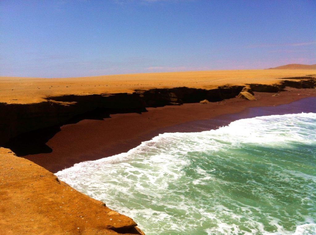 spiaggia-rossa-paracas-yamaque
