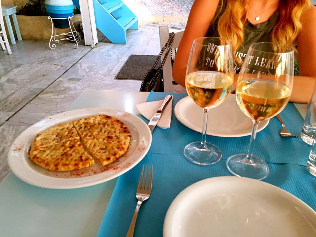 pita-thira-dove mangiare a santorini