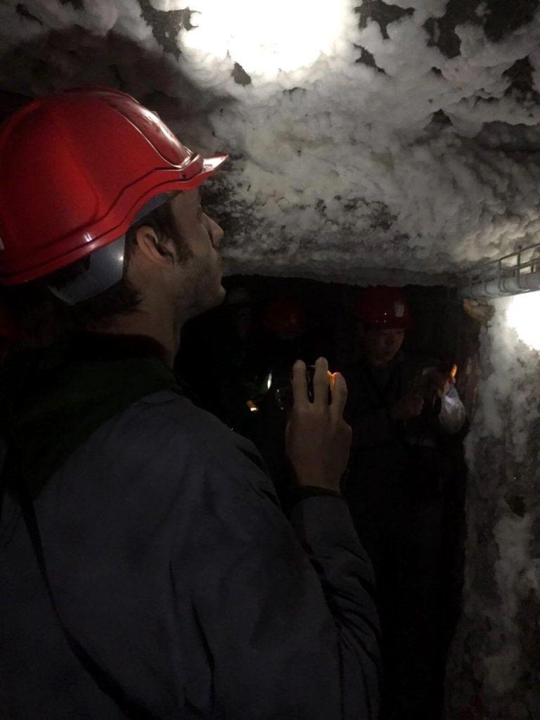 osservare-il-sale-sulle-pareti-percorso minerario a cracovia