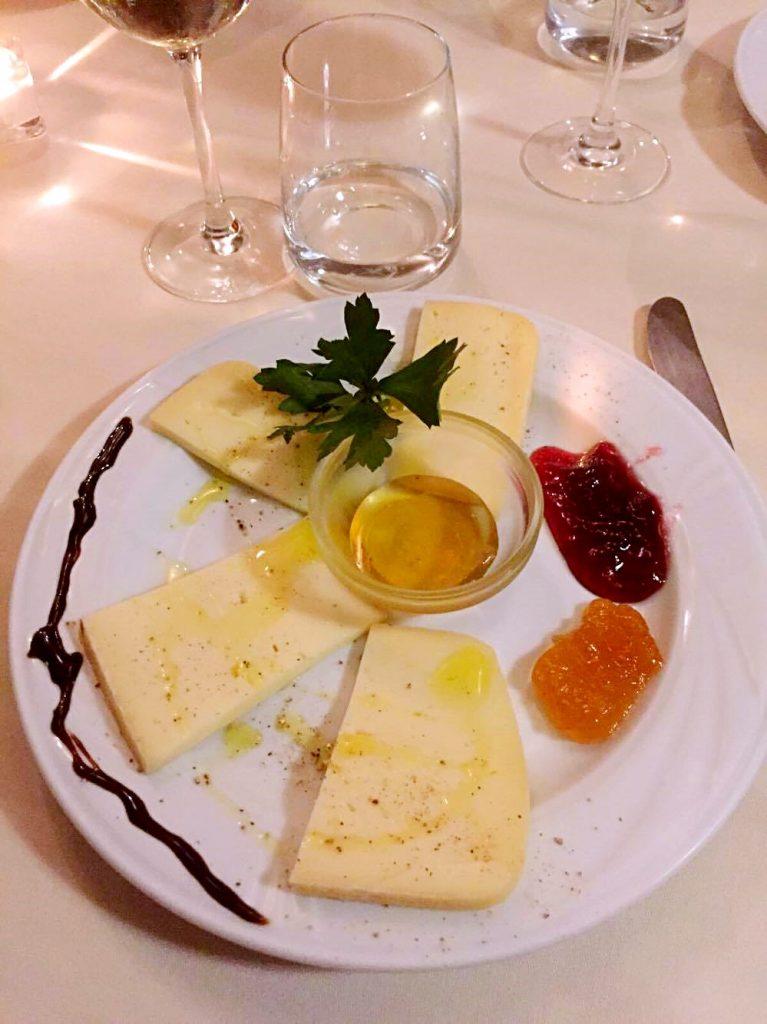 mangiare ad apricale-toma-formaggio