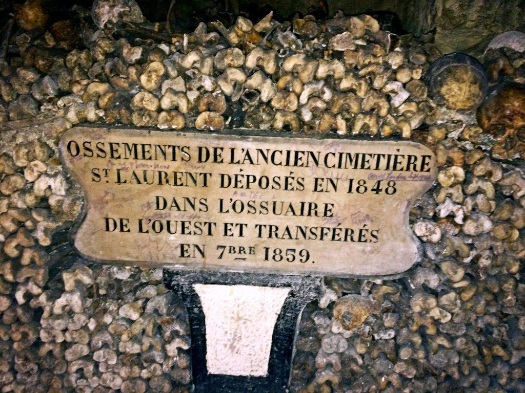 feste di halloween in italia ed europa-catacombe-di-parigi