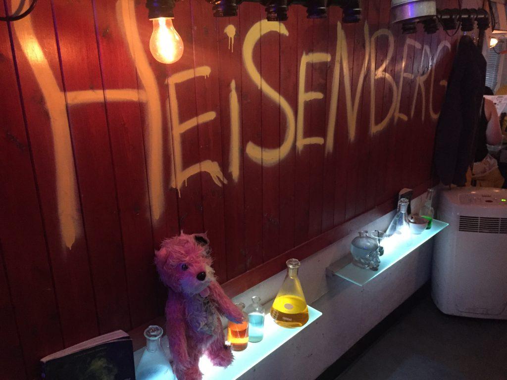 pub a tema breaking bad-scritta-heisenberg