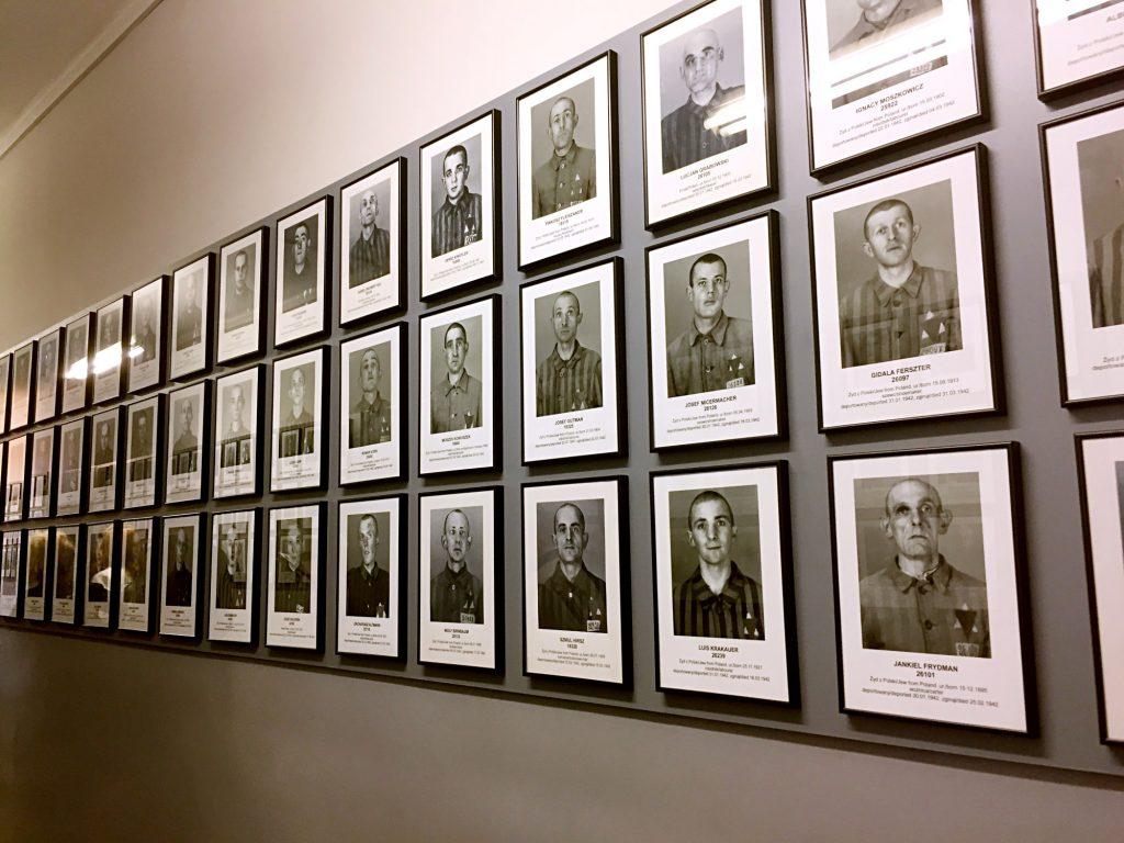visita ai campi di concentramento di Auschwitz e Birkenau-detenuti-schedati