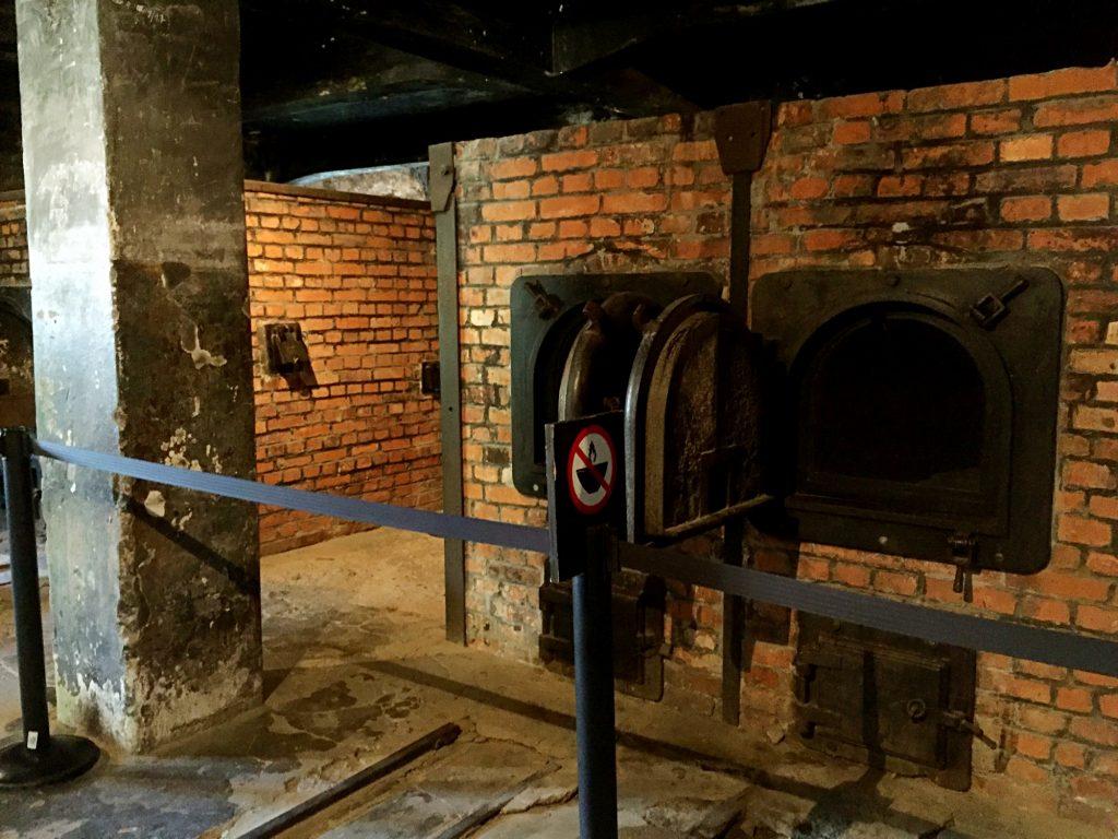 visita ai campi di concentramento di Auschwitz e Birkenau-forni-crematori