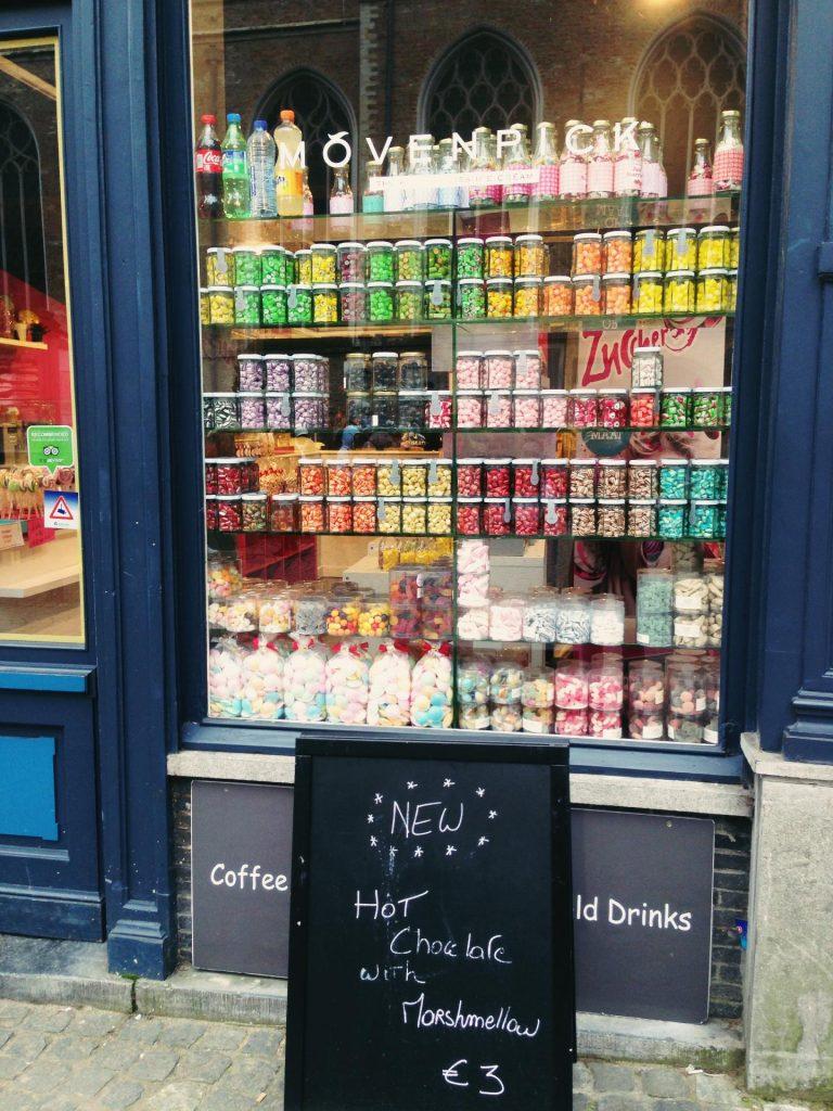 7 cose da fare a Bruges in un giorno-negozio-cioccolata