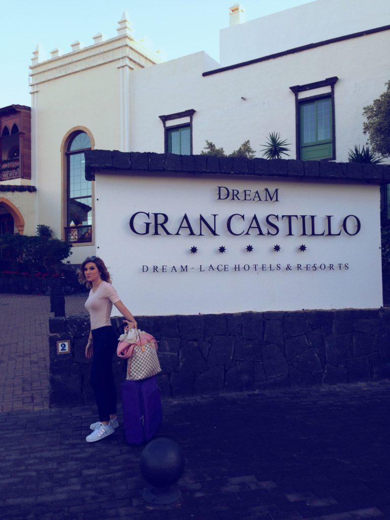 soggiorno cinque stelle al resort Gran Castillo a Lanzarote-entrata