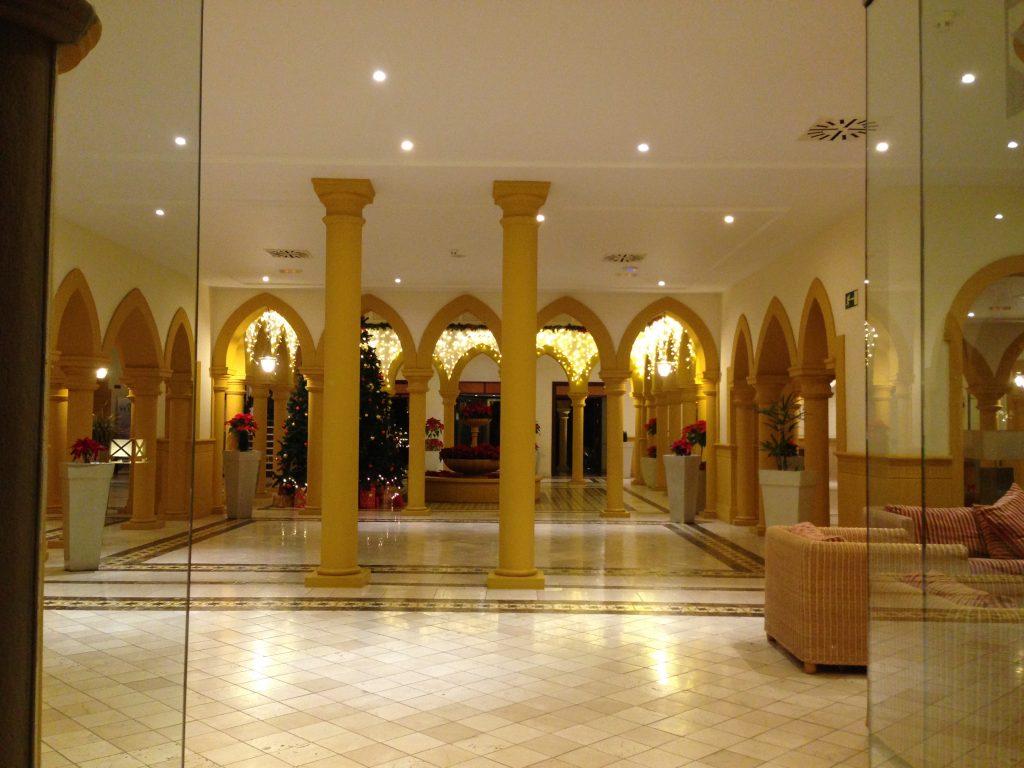 soggiorno cinque stelle al resort Gran Castillo a Lanzarote-hall