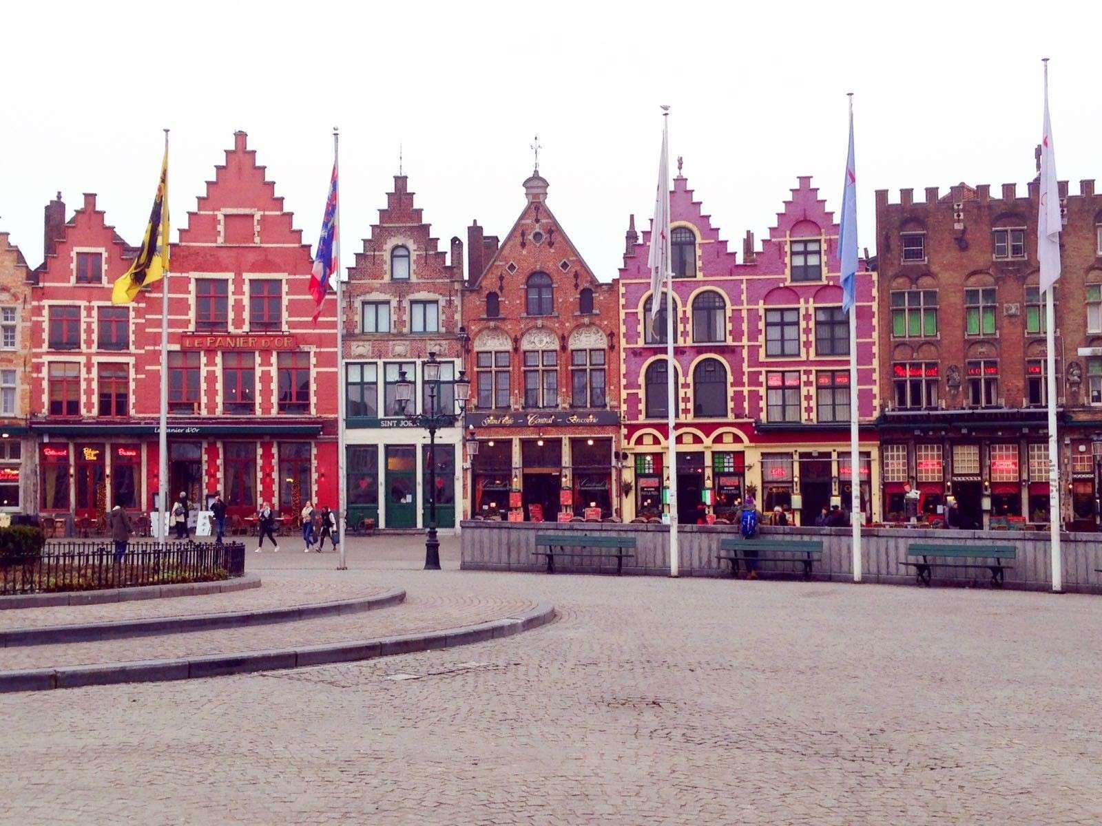 7 cose da fare a Bruges in un giorno-piazza-del-mercato
