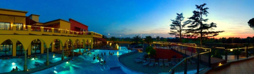 una giornata ad asmana-piscina-di-notte