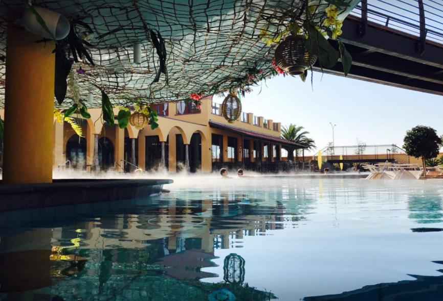 una giornata ad asmana-piscina-esterna