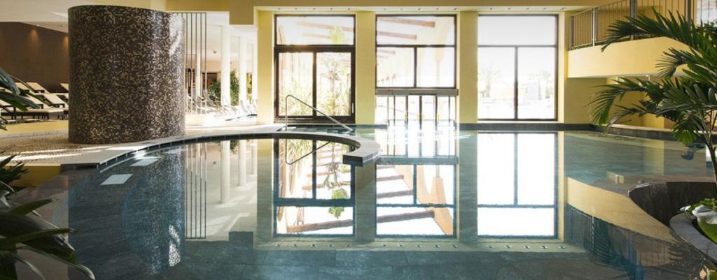 una giornata ad asmana-piscina-interna