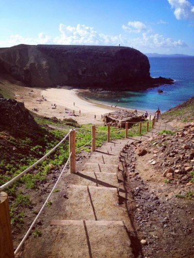 5 cose da fare assolutamente a lanzarote-playa-papagayo-dall'alto