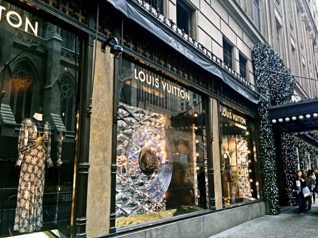 le 10 cose da fare a New York a Natale-saks-fifth-avenue