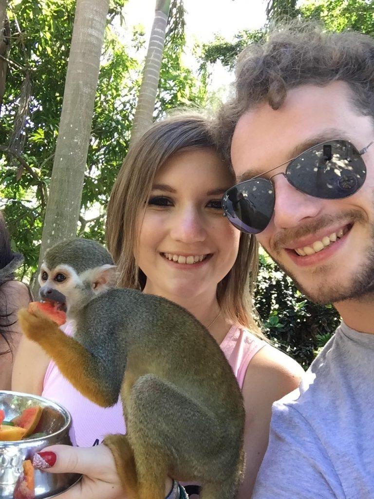 monkeyland a punta cana-noi-con-scimmia