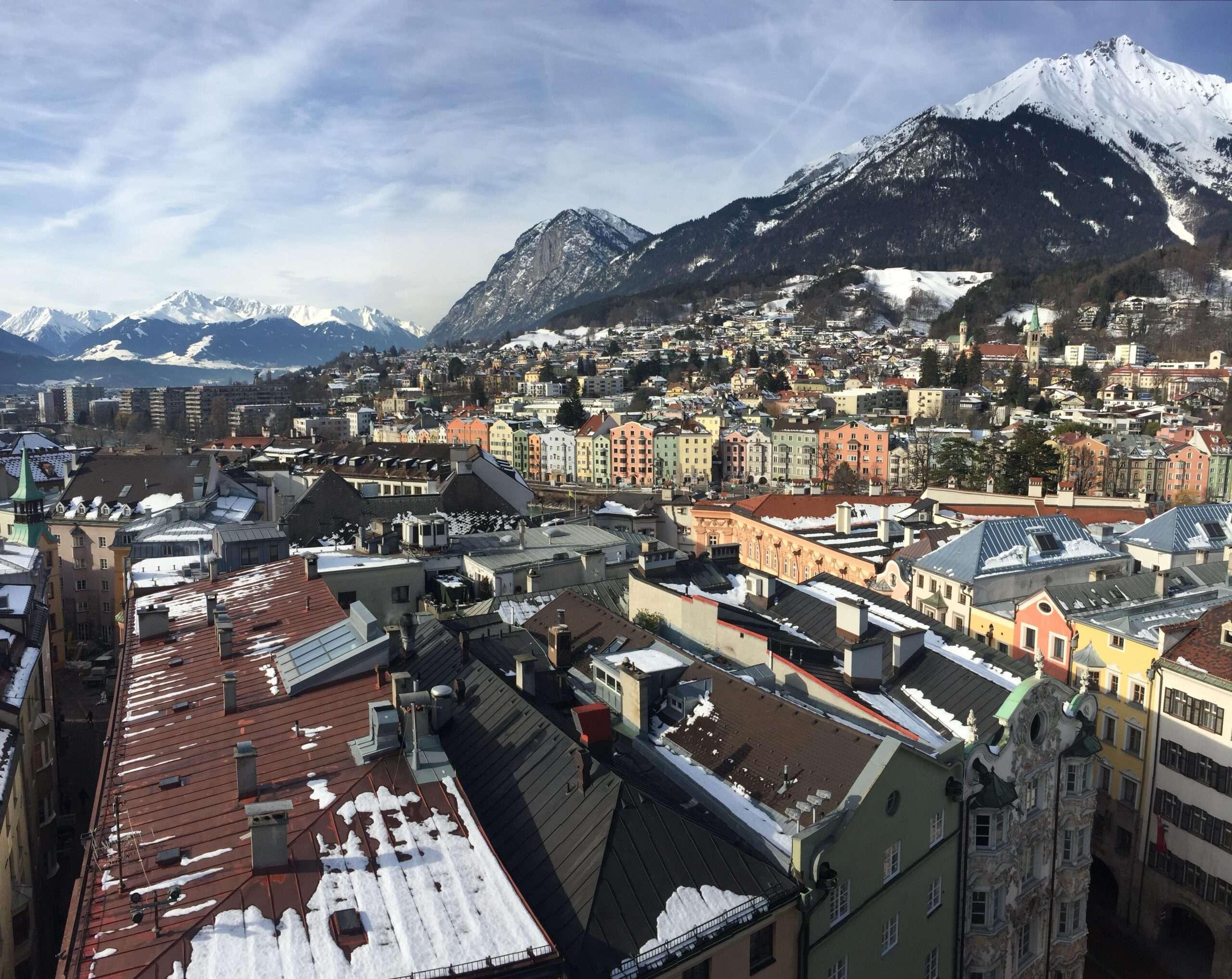 cosa fare a Innsbruck in un giorno-visuale-innsbruck-da-torre-civica