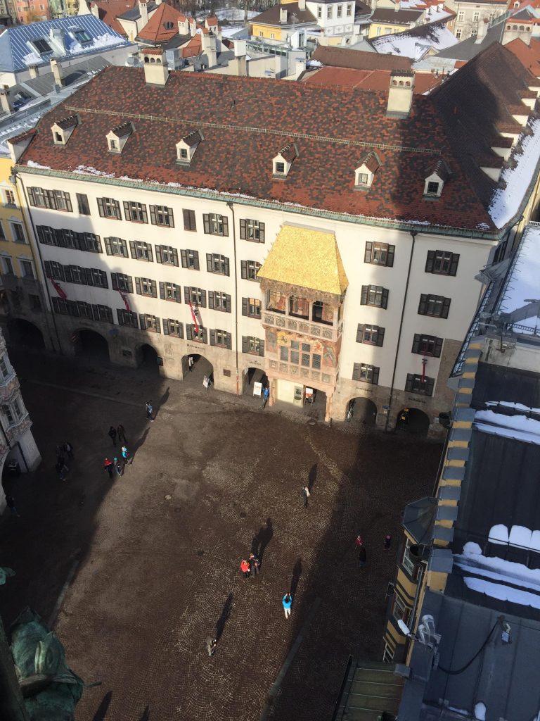 cosa fare a Innsbruck in un giorno-tettuccio d'oro-dall'alto
