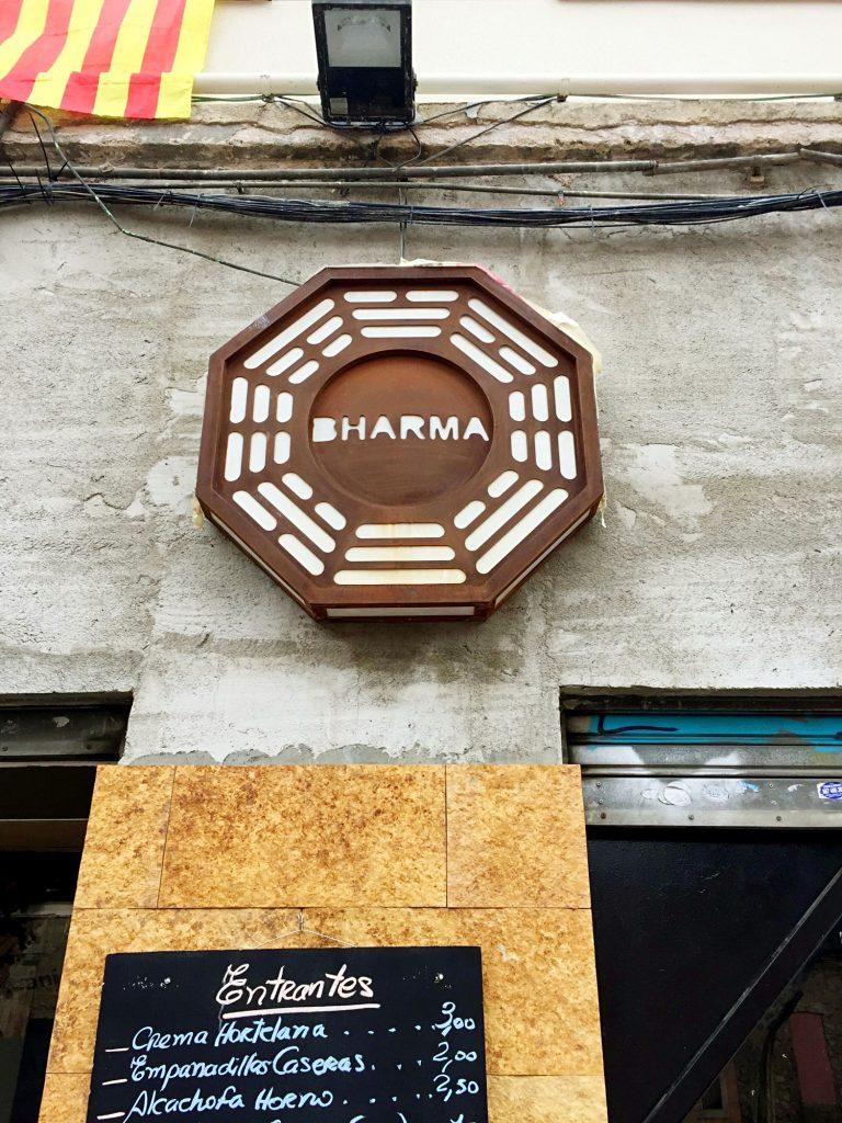 cose da fare a Barcellona quando piove-bharma-insegna