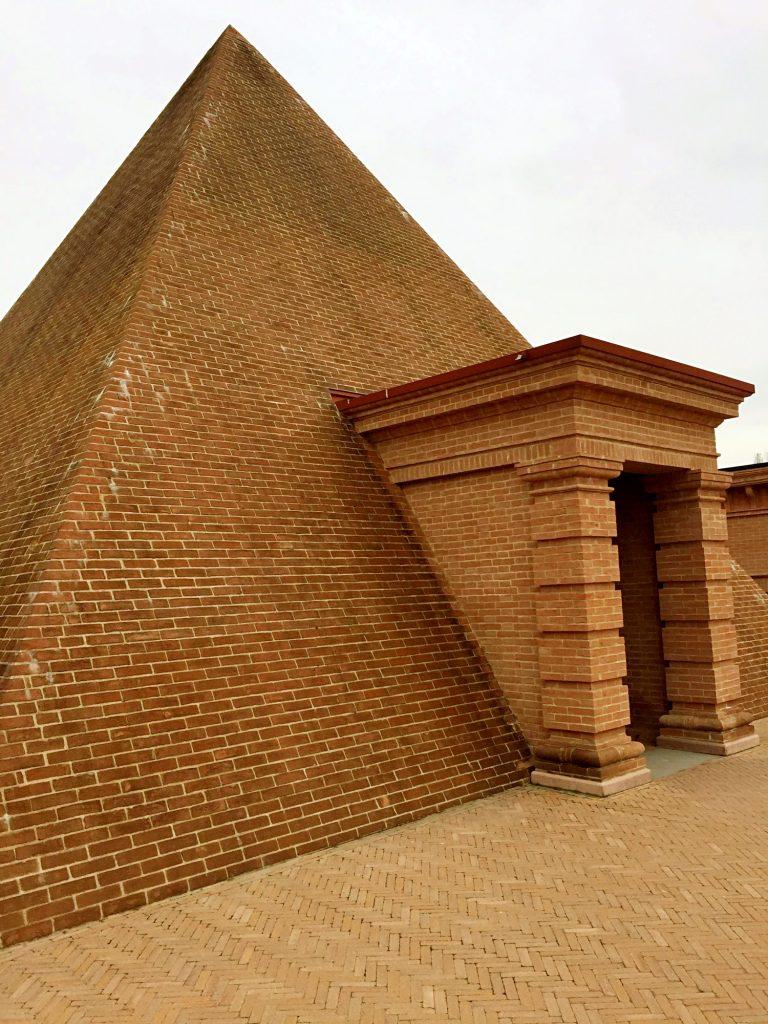 labirinto della masone-piramide