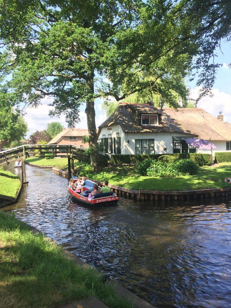 come arrivare a Giethoorn-canali-e-barche