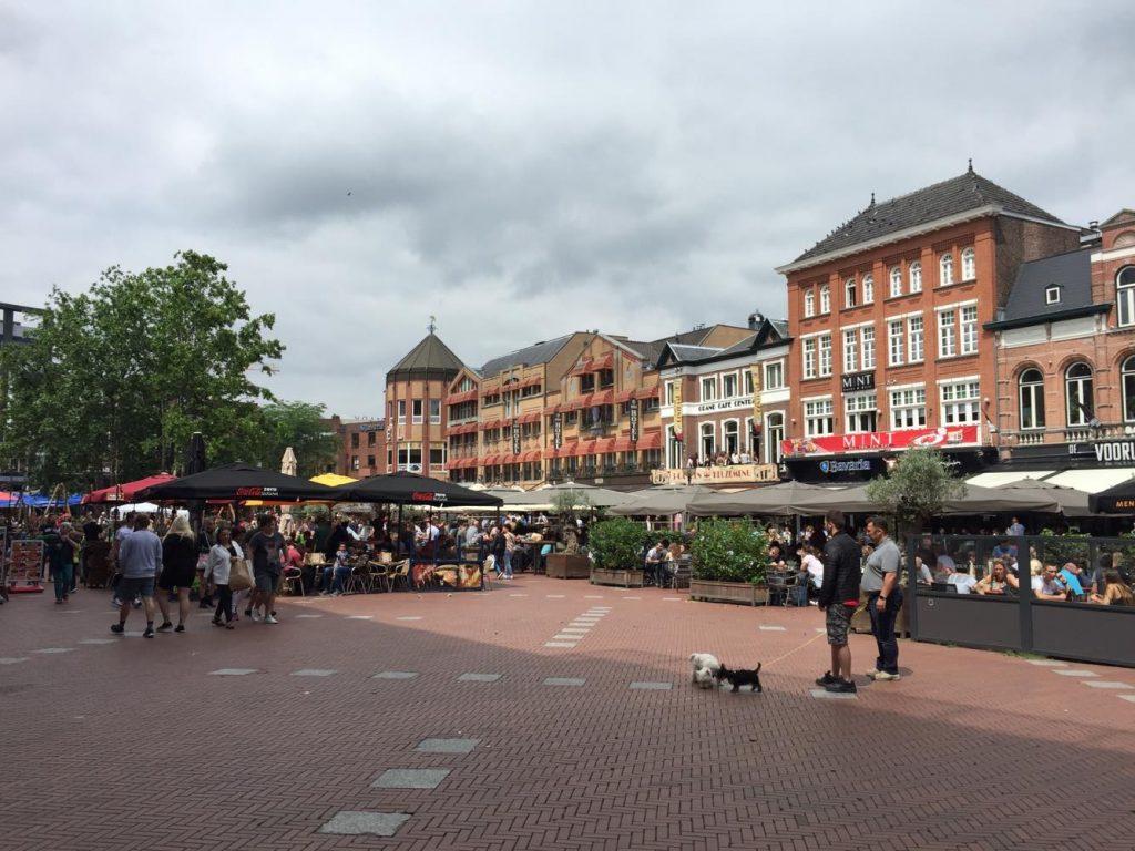 eindhoven in due giorni-piazza-markt