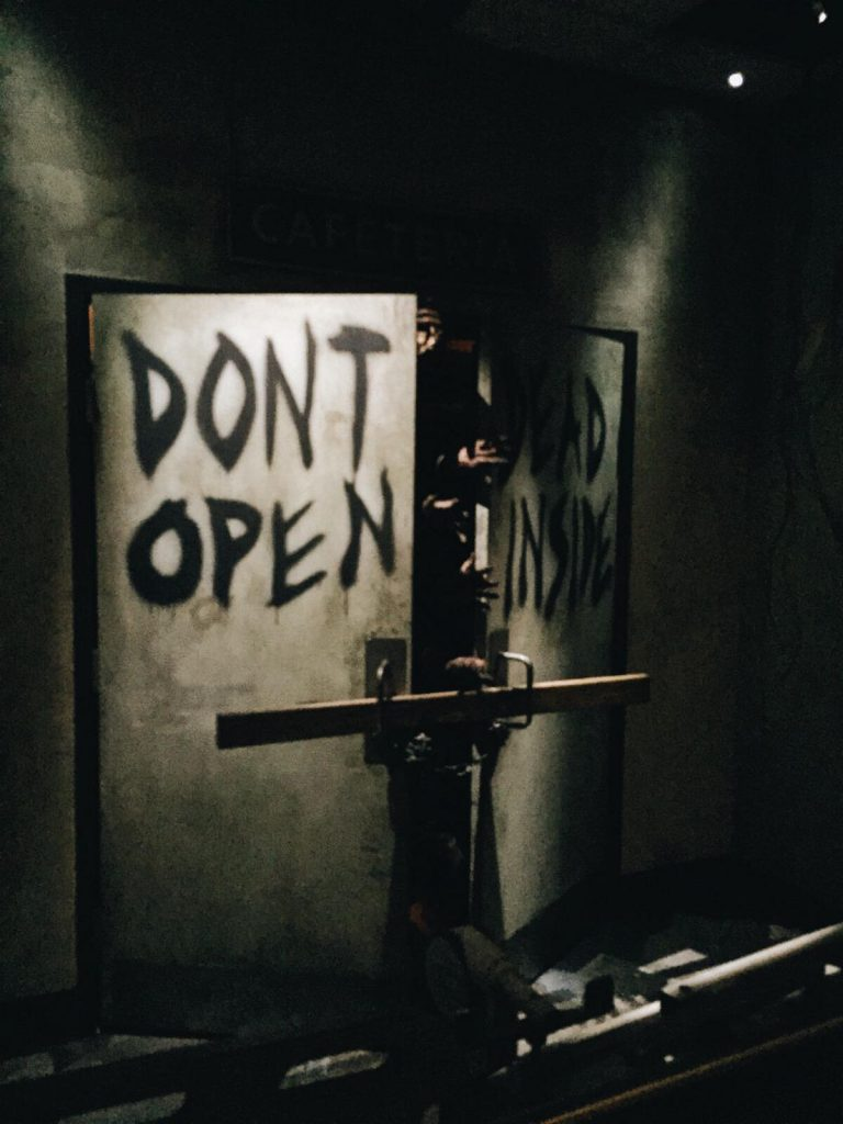 universal studios di los angeles-zombie-twd