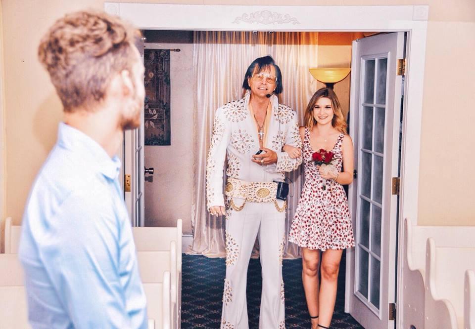 Sposarsi a Las Vegas con Elvis Presley: lo abbiamo fatto davvero