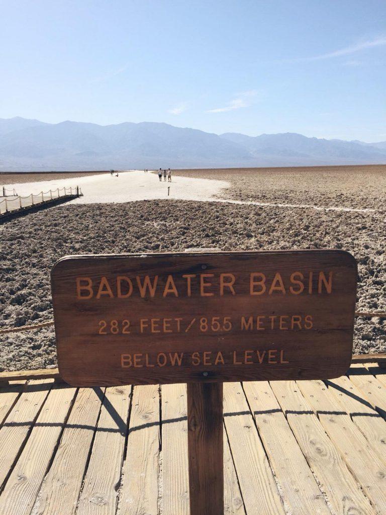 Death Valley in un giorno-insegna-badwater