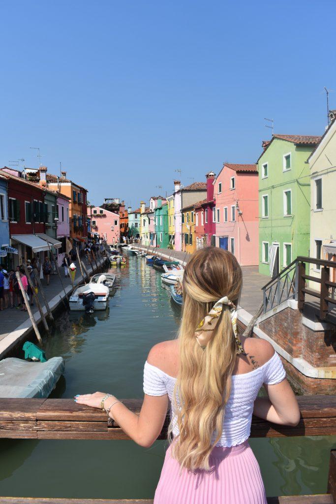 Murano e Burano in giornata-sara-a-burano-canale