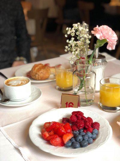 albergo vicino al lago di Carezza-colazione-tavola
