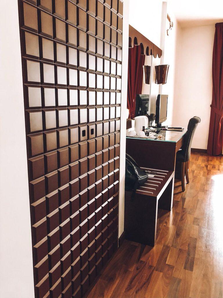 hotel a tema cioccolato-armadio