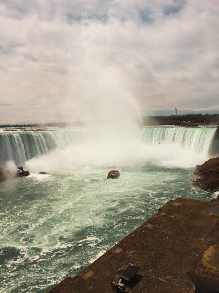 Cascate del Niagara-battello-verso-cascate