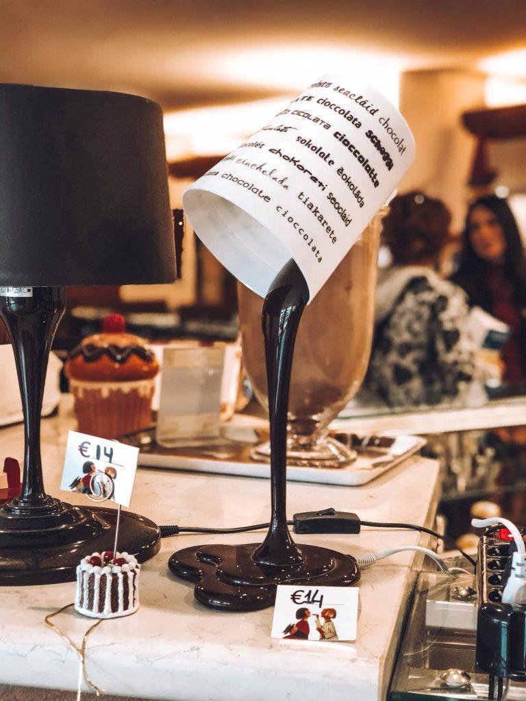 hotel a tema cioccolato-lampada-di-cioccolato