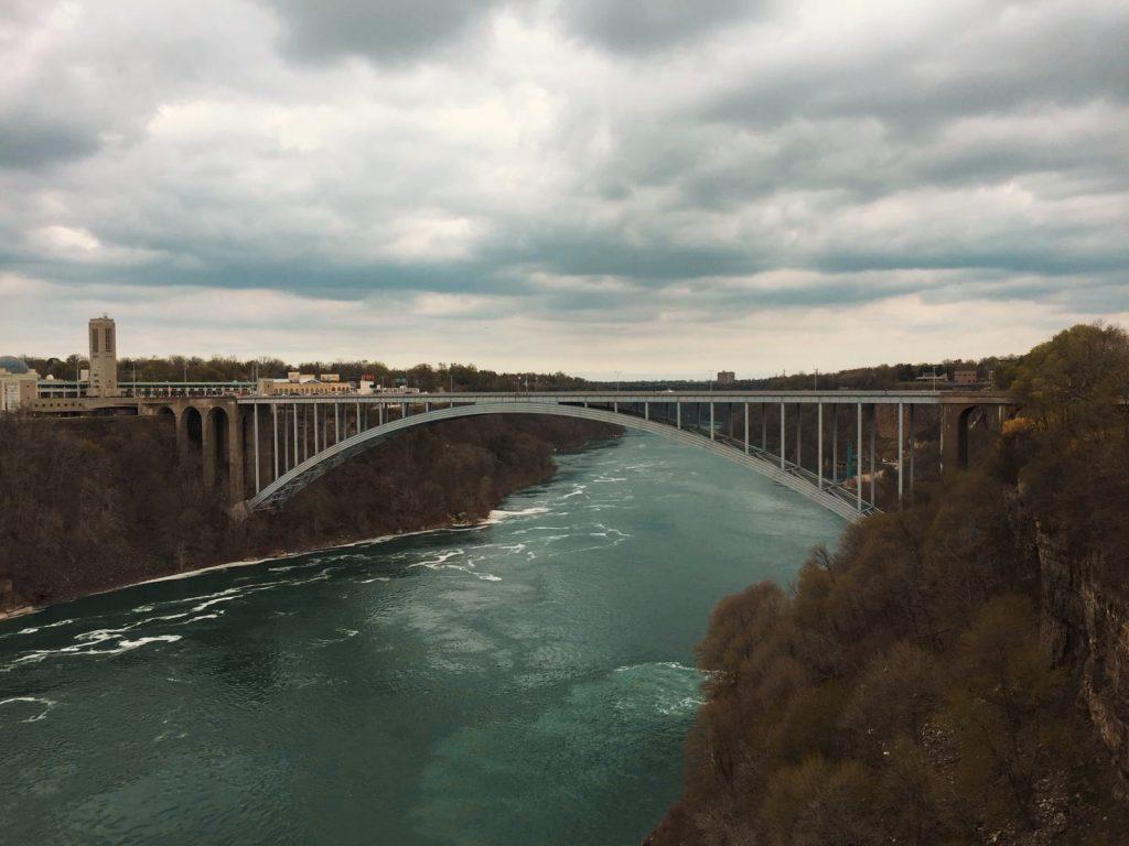 Cascate del Niagara-rainbow-bridge