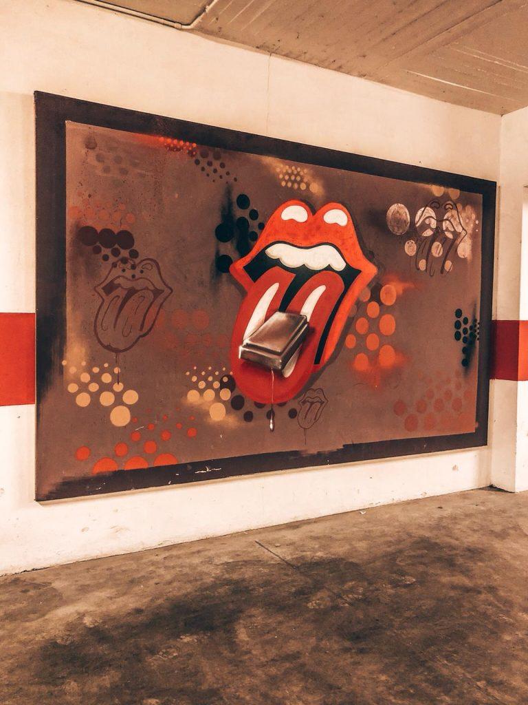 hotel a tema cioccolato-rolling-stones-graffito