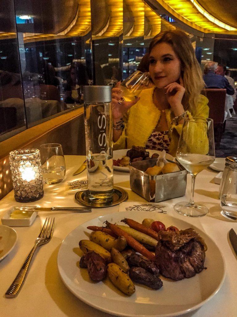 mangiare in un ristorante rotante-cena-the-view