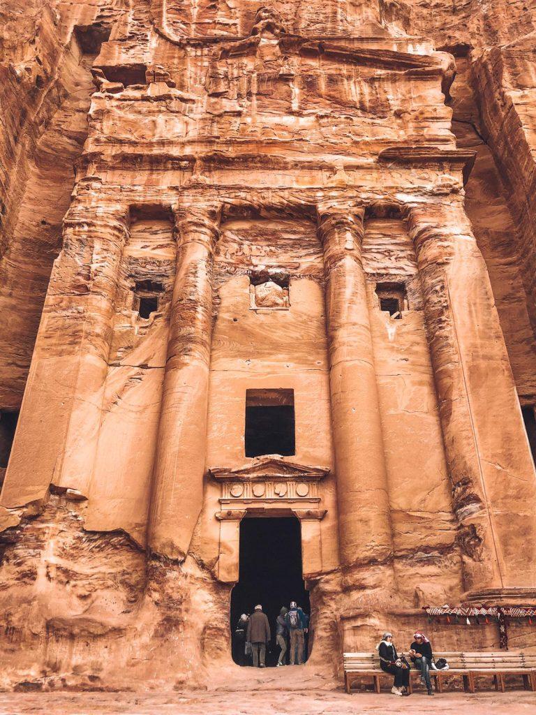 Itinerario di 2 giorni a Petra-monumento-del-palazzo-entrata