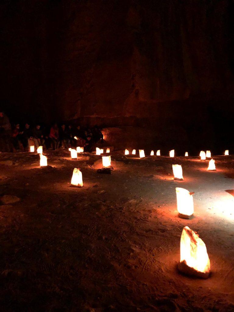 Petra by night conviene-candele-petra