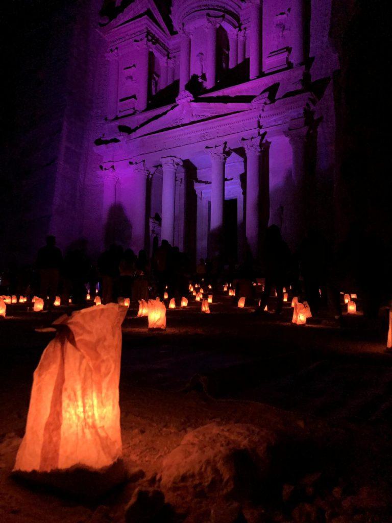 Petra by night conviene-tesoro-illuminato