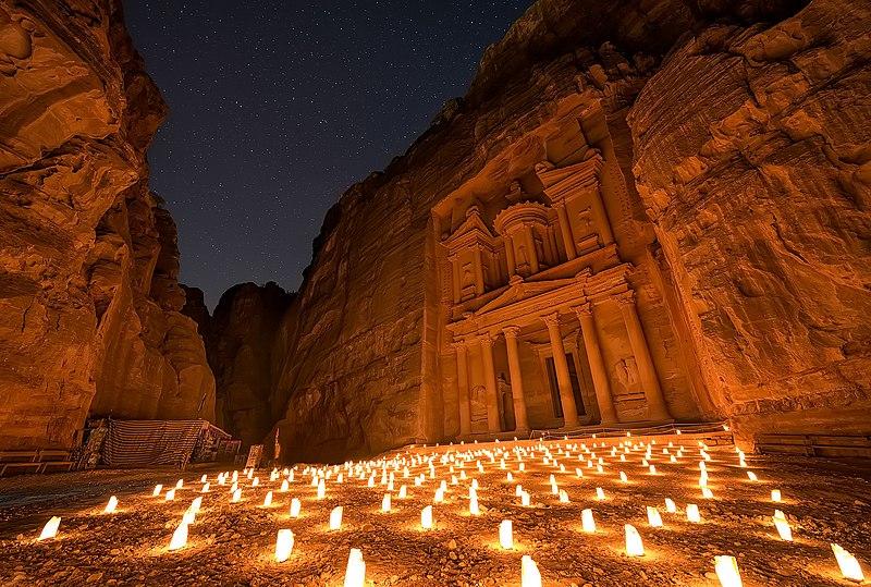 Petra by night conviene-tesoro-illuminato-aspettativa