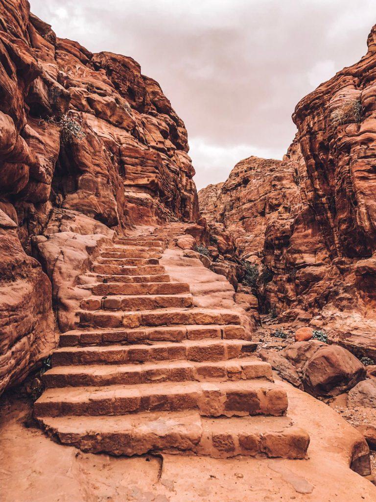 Itinerario di 2 giorni a Petra-scalinata-monastero
