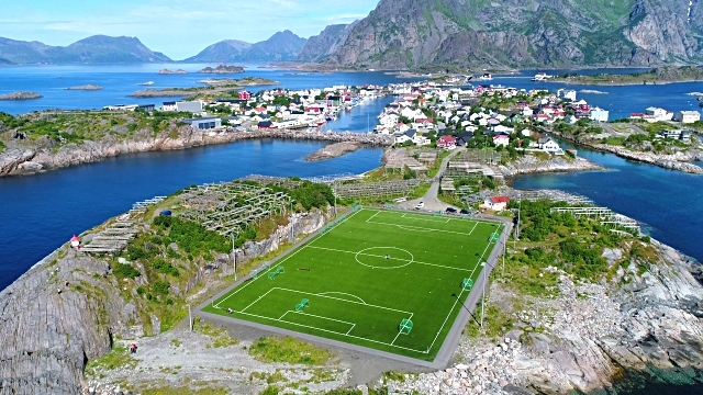 luoghi instagrammabili alle Lofoten-campo-da-calcio