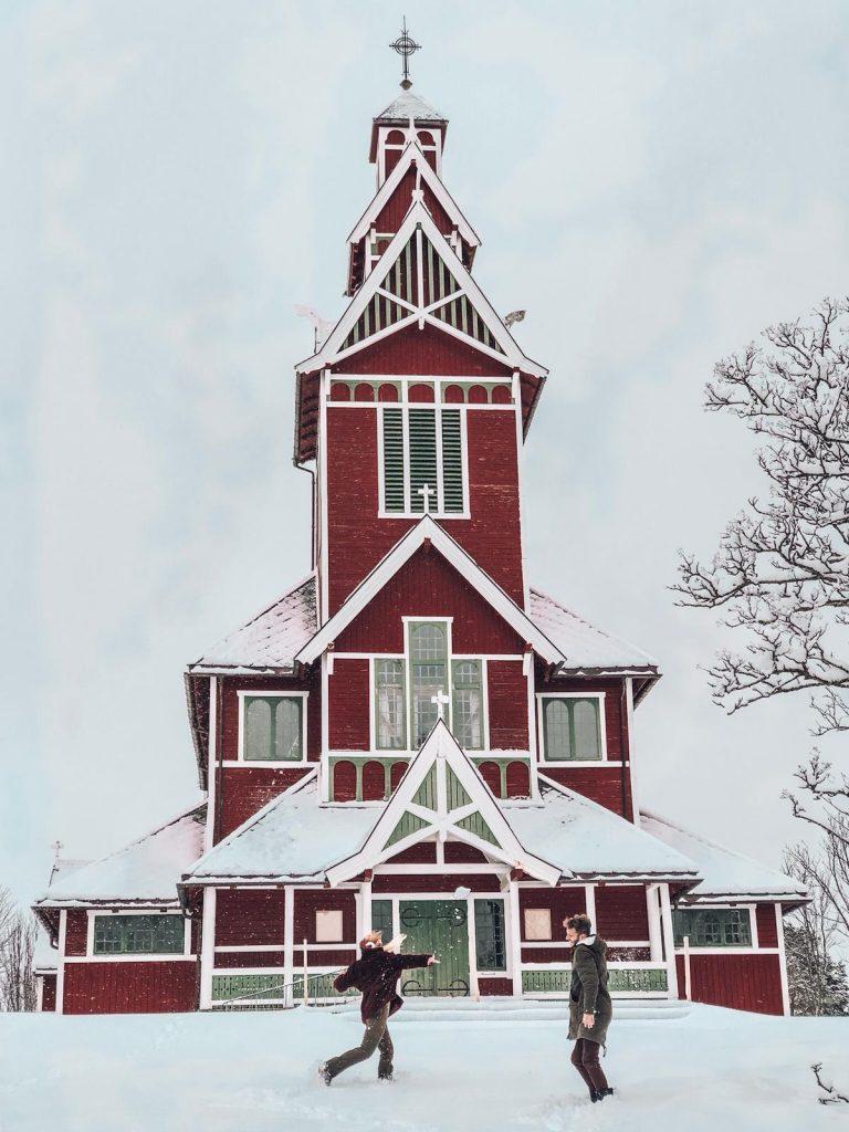luoghi più instagrammabili delle isole Lofoten-chiesa