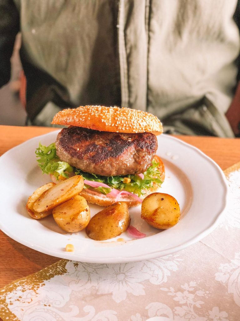 ristoranti economici a Tromsø-burger-alce-fjellstua-cafè