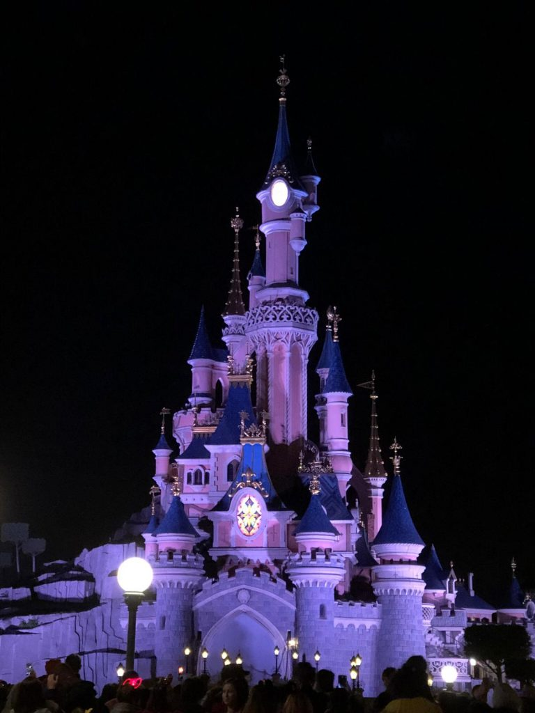 una giornata a Disneyland Paris-castello-disneyland-sera