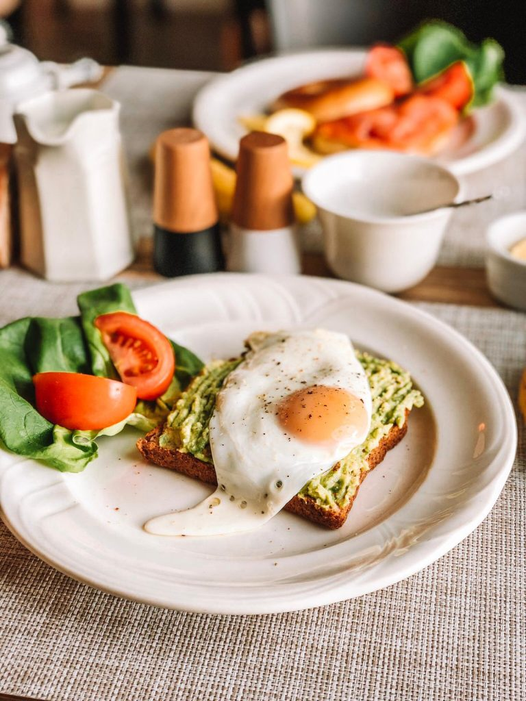 eco B&B-uovo-toast-avocado