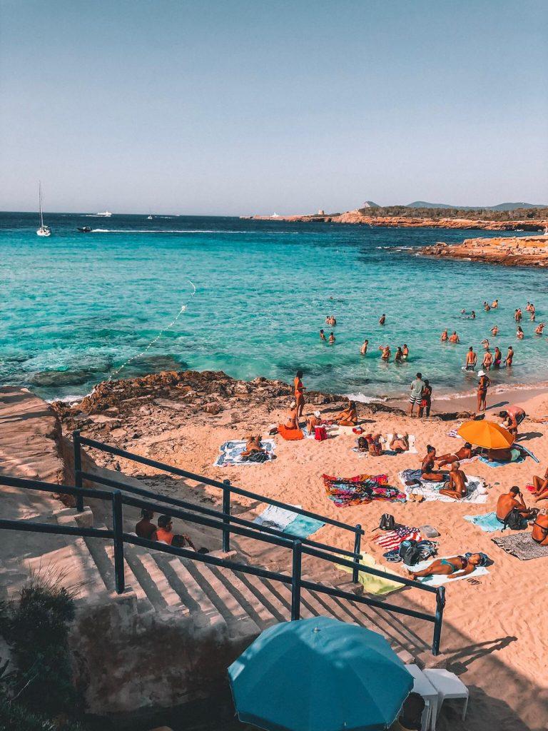 migliori spiagge a Ibiza-cala-comte